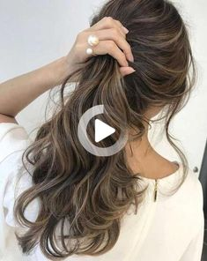 Had enough of your old hair color! And if you're thinking of changing your hair color? Before you hit the hair bar, be sure... Brown Hair Balayage, Light Brown Hair, Brown Hair Colors, Beautiful Lights, New Look, Your Hair, Tie Dye, Bar, Hair Styles