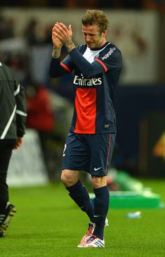 David Beckham crying after his last game..... I can't look at this..