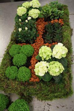 Réalisez un adorable petit jardin à la française pour décorer votre balcon ! Atelier floral - Aquarelle.com