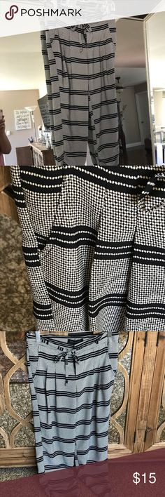 Black and white Work pants, very comfortable Structured work pants. Black and white print. Zipper and button closure with drawstring. Has pockets, very comfortable Pants Ankle & Cropped