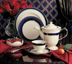 Lincoin dinnerware  A  unique blend of cobalt and platinum, Lincoln dinnerware will add a touch of elegance to the table. Made in the USA by Pickard China.
