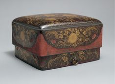 Burke Collection | Accessories box with red corners (sumiaka tebako, 角赤手箱) with chrysanthemums and autumn grasses