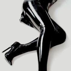 Stream REM - Kinky Paradise Anniversary Tracks 2019 by REM from desktop or your mobile device Catwoman, Mode Latex, Looks Style, My Style, Catty Noir, Isabelle Lightwood, Leder Outfits, Gotham City, Kinky