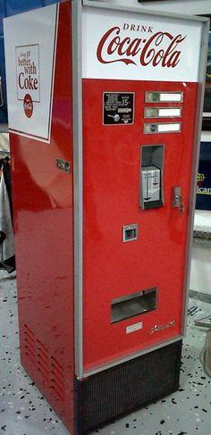 461: 1960's -1970's coca cola vending machine : Lot 461