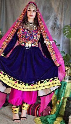 Pakistani Dresses Casual, Pakistani Dress Design, Stylish Dresses, Fashion Dresses, Women's Fashion, Afghani Clothes, Balochi Dress, Salwar Neck Designs, Afghan Girl