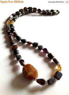 Sage and Synergy is having a 25% off all jewelry sale until May 10th! Grab this Earthy Agate Beaded Necklace for yourself or mom! #AgateNecklace #Handmade #Beaded #Mothersdaygifts #jewelry #sale