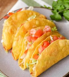 Easy ingredients including shredded chicken, cheese, lettuce, tomatoes, &am Easy Restaurant, Delicious Restaurant, Luna Restaurant, Chicken Taco Recipes, Chicken Meal Prep, Healthy Chicken, Mexican Dishes, Mexican Food Recipes, Mexican Potluck