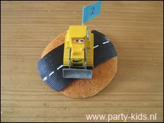 car and cookie treat Good Food, Fun Food, Usb Flash Drive, Childhood, Treats, Cookies, Birthday, Party, Muffins