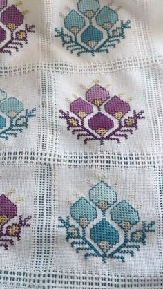 This Pin was discovered by Ayn Cross Stitch Cushion, Cross Stitch Borders, Cross Stitch Rose, Cross Stitch Embroidery, Hand Embroidery, Cross Stitch Patterns, Easy Crochet Patterns, Diy Crochet, Palestinian Embroidery