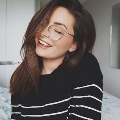 Make up with glasses could be tricky. Here are 8 most important make up tips for glasses wearers. Are you ready to take a look?