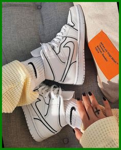 Dr Shoes, Nike Air Shoes, Hype Shoes, White Nike Shoes, Shoes Heels, Purple Nike Shoes, Cool Nike Shoes, Black Shoes Sneakers, Cool Nikes