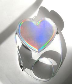 okaywowcool:  holographic heart purse| $40  follow my original blog for more fresh content!