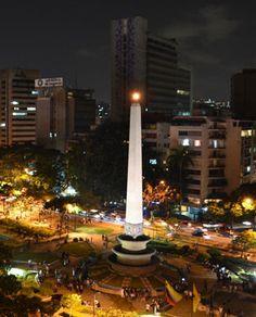 Obelisco Plaza Francia de noche, Venezuela en Caracas!!!