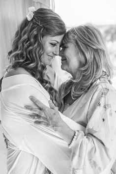 Bride and Mother Of The Bride...I wish I had a photo like this with my Mom from my wedding day! (Wedding photography by Fun In The Sun Weddings) http://www.funinthesunweddings.com/#/getting-ready/