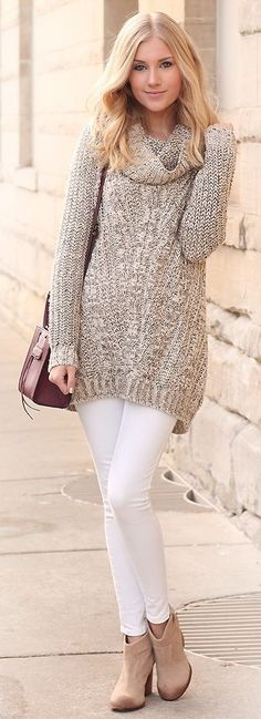 White skinny pants, knitted sweater