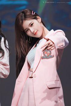 "Sana-Twice 180428 ""What is Love? Nayeon, K Pop, Kpop Girl Groups, Korean Girl Groups, Kpop Girls, Sana Kpop, Sana Cute, Sana Momo, Sana Minatozaki"