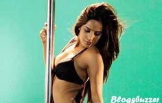 The pole dance of hot and Sensuous Poonam Pandey is back for her first movie Nasha. You can see this item song as LAILA in this video HD song http://blogsbuzzer.com/hot-poonam-pandey-new-video-laila-launched-nasha-video-hd-song-laila/