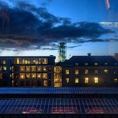 20:50 #Aarhus #aarhusc #aften #clouds #evening #cityhall #rådhuset #tårnet #visitaarhus #visitdenmark #night #beautiful #date #view #mitaarhus #photo #lights #sonyxperia