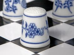 Náprstek z porcelánu - Cibulový vzor