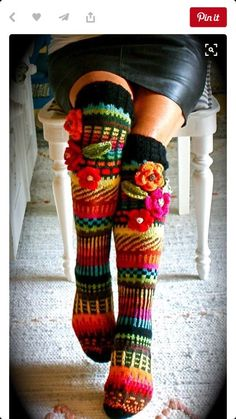 45 Celebrity hot looks by over-the knee Socks - Crochet Socks Pattern, Crochet Shoes, Crochet Slippers, Crochet Clothes, Knit Crochet, Knitting Socks, Hand Knitting, Knitting Patterns, Crochet Patterns
