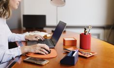 D'Alonzo Luxe lederwaren Dè specialist in lederwaren Desk, Accessories, Writing Table, Desktop, Office Desk, Desks, Bench, Table Desk