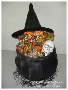 halloween gift basket ideas for adults Fall Gift Baskets, Halloween Gift Baskets, Themed Gift Baskets, Raffle Baskets, Basket Gift, Holiday Baskets, Scary Halloween Decorations, Halloween Candy, Halloween Gifts