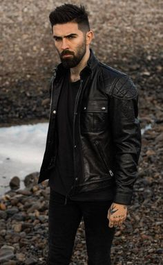 7. Chris John Millington: la tendencia Chris Millington, Chris John, Leather Fashion, Mens Fashion, Leather Jacket Outfits, Leather Jackets, Short Beard, Awesome Beards, Hair And Beard Styles