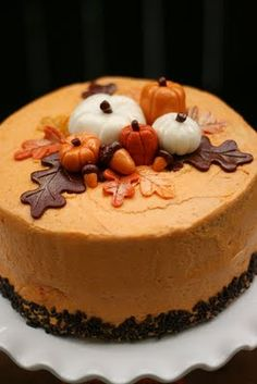 Pumpkin Buttercream Icing - This tasty frosting works great on gingerbread cake as well as adding a spicy accent when swirled onto chocolate cupcakes. Pumpkin Recipes, Cake Recipes, Dessert Recipes, Thanksgiving Cakes, Pumpkin Butter, Pumpkin Spice, Spiced Pumpkin, Pumpkin Carving, Fall Cakes