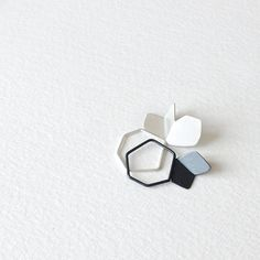 Sterling Silver Flower Rings Black and White Flower von RawObjekt