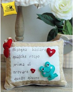 """Cuscino con dedica ricamata Angelica Home & Country  """" Bisogna baciare qualche  …. """" Cushions, Pillows, Quilting, Baby Shower, Christmas Ornaments, Sewing, Holiday Decor, Gifts, Free"""