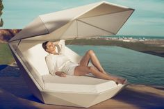 Stylish And Elegant Faz Daybed by Ramon Esteve for VONDOM