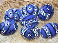 Súvisiaci obrázok Egg Decorating, Decorating Your Home, Egg Tree, My Favorite Color, Painted Rocks, Easter Eggs, Wax, Diy Projects, Carving