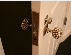 i need these door knobs.