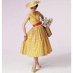 Vogue Patterns - Collections - Vintage Vogue - Page 1 Vintage Vogue Patterns, Vogue Sewing Patterns, Clothing Patterns, Vintage Sewing, Robes Vintage, Vintage Outfits, Vintage Fashion, 50s Dresses, Petite Dresses