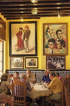 En el interior del restaurante El Chinitas, Málaga, Andalucía, España