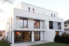 Anspruchsvolles Wohnen im städtischen Umfeld: Massivhaus im Bauhausstil von KASTELL Massivhaus.