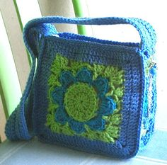 Crochet big granny square bag - no pattern, pic for inspiration Bag Crochet, Crochet Shell Stitch, Crochet Handbags, Crochet Purses, Love Crochet, Crochet Granny, Granny Square Bag, Big Granny, Granny Squares