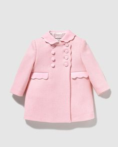 Abrigo de bebé niña Dulces de paño en rosa Baby Girl Fashion, Toddler Fashion, Kids Fashion, New Baby Dress, Baby Girl Dress Patterns, Baby Coat, Toddler Girl Style, Kids Coats, Cute Outfits For Kids