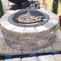 Lowes fire pit - http://www.lowes.com/cd_DoItYourself+Fire+Pit+With+Patio+Blocks_1325862013_
