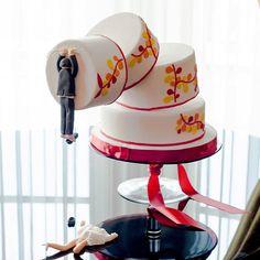 Innovative Superhero Wedding Cake 1000 Ideas About Superhero Wedding Cake On Pin - Her Crochet Crazy Cakes, Crazy Wedding Cakes, Unusual Wedding Cakes, Funny Wedding Cakes, Beautiful Wedding Cakes, Beautiful Cakes, Amazing Cakes, Cake Wedding, Superhero Wedding Cake
