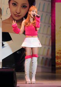 板野友美(AKB48)が、今月25日にキングレコードからソロ第3弾シングル「10年後の君へ」をリリースしたのを記念し同日、東京・代々木公園野外ステージで新曲初披露ミニ・ライヴを開催しました!  #AKBnews