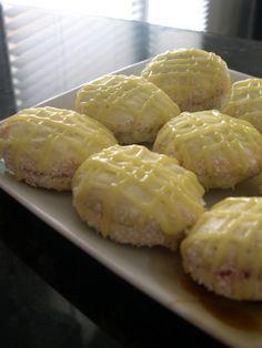 Des sablés ultra fondants que l'on fait souvent en Algérie. La recette et les ingrédients sont simples mais le résultat est surprenant. Ingrédients : 1 œuf + 1 jaune 120 g de sucre glace 125 g de beurre mou 250 g de maïzena 1 sachet de sucre vanillé Préparation...