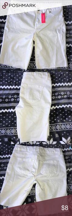 White distressed denim shorts Refuge ladies/juniors distressed denim shorts white brand new refuge Shorts Skorts
