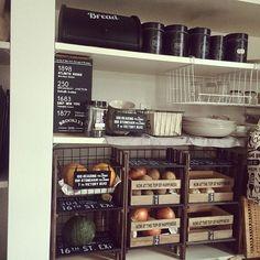 食品収納アイデア総集編!ケースやラックでキッチンを整理整頓   RoomClip mag   暮らしとインテリアのwebマガジン