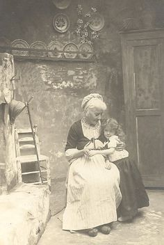 Such a sweet photo, 1905 Grandma and her granddaughter.