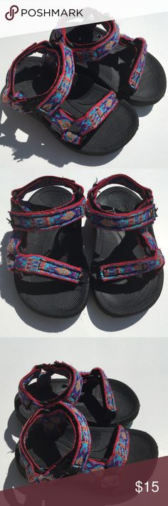 Toodler Tevas Size 4&5 Strap Sandals Boy Girl Baby Adorable pair of unisex toddler Tevas. They are multi colored and size 4/5. Adjustable straps fit feet of various width. Teva Shoes Sandals & Flip Flops
