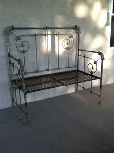 iron bed frame into bench, oneof the nicer designs I've seen. Iron Headboard, Headboard Benches, Bed Bench, Headboards, Bookcase Headboard, Refurbished Furniture, Repurposed Furniture, Furniture Makeover, Cool Furniture