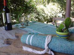 Te gusta comer en el jardín? Dale color a la mesa con individuales tejidos en telar.
