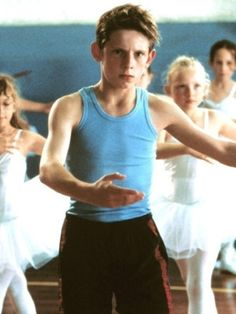 Jamie Bell in Billy Elliot...i had noooo freakin idea! smh. ICANNOTEVEN!!! CAN U BELIEVE I HAVE ALWAYS WANTED TO SEE THIS PLAY!! LET ALONE THE MOVIE!!!