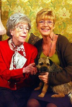 Anne Kirkbride dead: Life and times of Coronation Street's Deirdre Barlow Coronation Street Actors, Anne Kirkbride, British Drama Series, Uk Tv, Border Terrier, Vintage Cartoon, Iconic Characters, The Old Days, Music